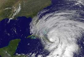 El Huracán Sandy avanza hacia el sureste de EEUU