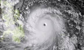 El potente tifón Haiyan deja 10.000 muertos y un gran caos a su paso por Filipinas