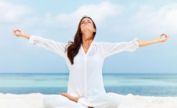 El yoga reduce síntomas del estrés postraumático en las mujeres